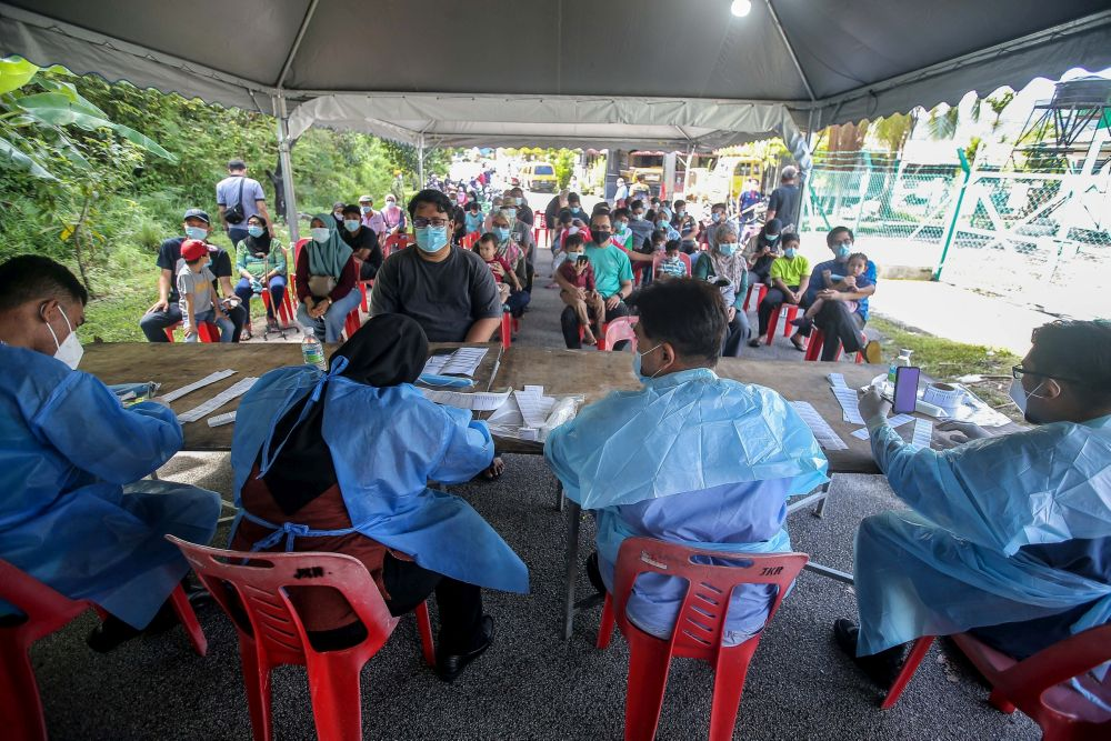 Amirudin said residents will be required to pre-register at https://screening.selangkah.my first. — Picture by Farhan Najib