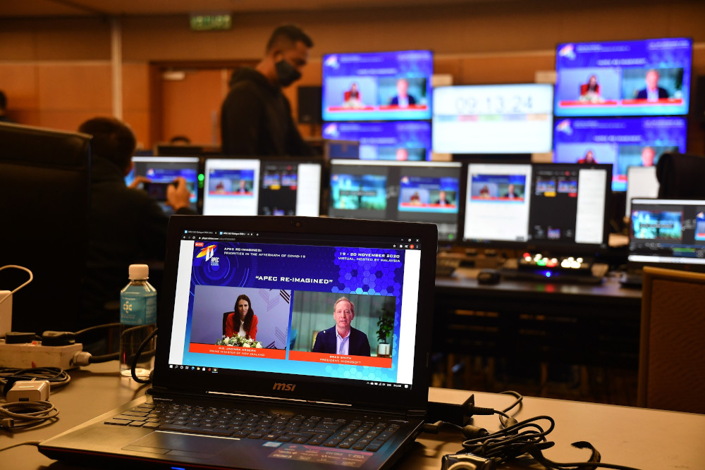 New Zealand's Prime Minister Jacinda Ardern (left) and Microsoft President Brad Smith having a virtual meeting during the Apec CEO Dialogues 2020, ahead of the Asia-Pacific Economic Cooperation (Apec) leaders' summit in Kuala Lumpur, November 20, 2020. — Malaysia Department of Information handout pic via AFP