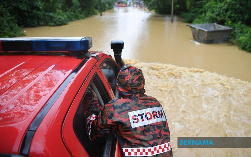 Terengganu is expected to face extended droughts between 2025 and 2030 due to the El Nino phenomenon, followed by major floods between 2030 and 2035 as a result of the La Nina effect. — Picture via Twitter/Bernama
