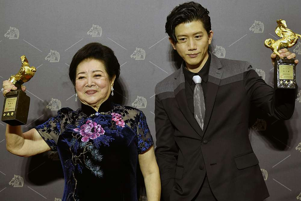 Taiwanese actress Chen Shu-fang (lef) and Taiwanese actor Mao Tzu-yi at the 57th Golden Horse film awards. — AFP pic