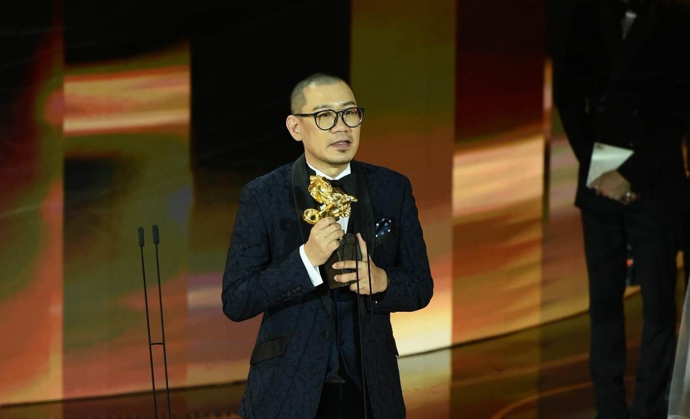 张吉安在发表感言时特别以潮州话感谢父母,因电影的创作源自于父母的经历。 -图取自金马影展脸书-