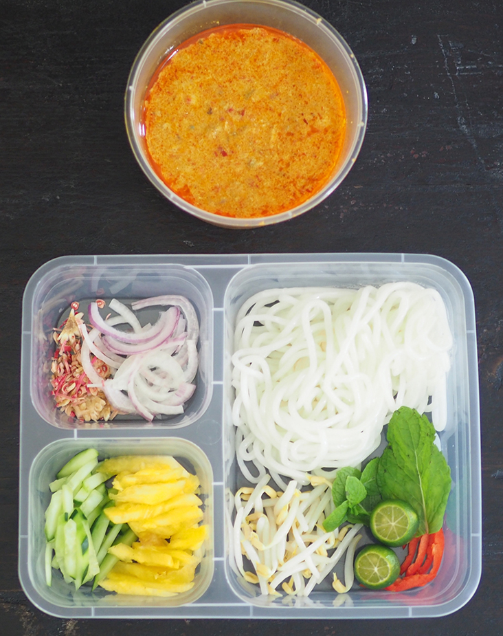 Your order for Siamese 'laksa' is arranged nicely in the takeaway container with the gravy packed separately.