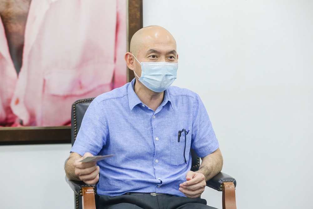 Kepong MP Lim Lip Eng said Putrajaya must tell the country why Malaysia still has not received the vaccines when others such as Bangladesh were already receiving shipments. ― Picture by Firdaus Latif