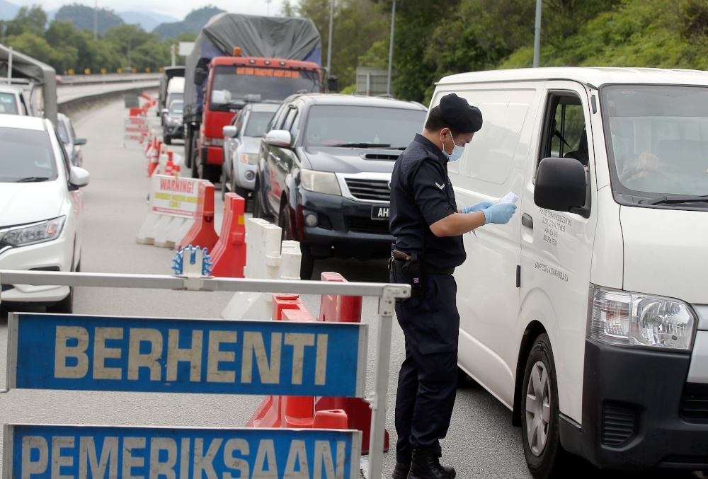 Police conduct road blocks at the Jepalang Toll in Perak as the conditional movement control order (CMCO) is reimposed following the spike in Covid-19 cases, November 9, 2020. — Picture by Farhan Najib