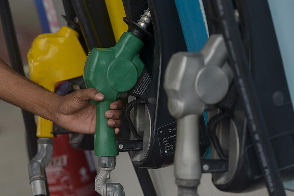 RON97汽油的新零售价为每公升2令吉73仙。-Miera Zulyana摄-