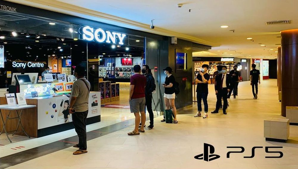 Fans waiting in line at Mid Valley Megamall Sony Centre to get their pre-ordered Sony Playstation 5. — Photo courtesy of Facebook/Sony Centre Mid Valley Megamall