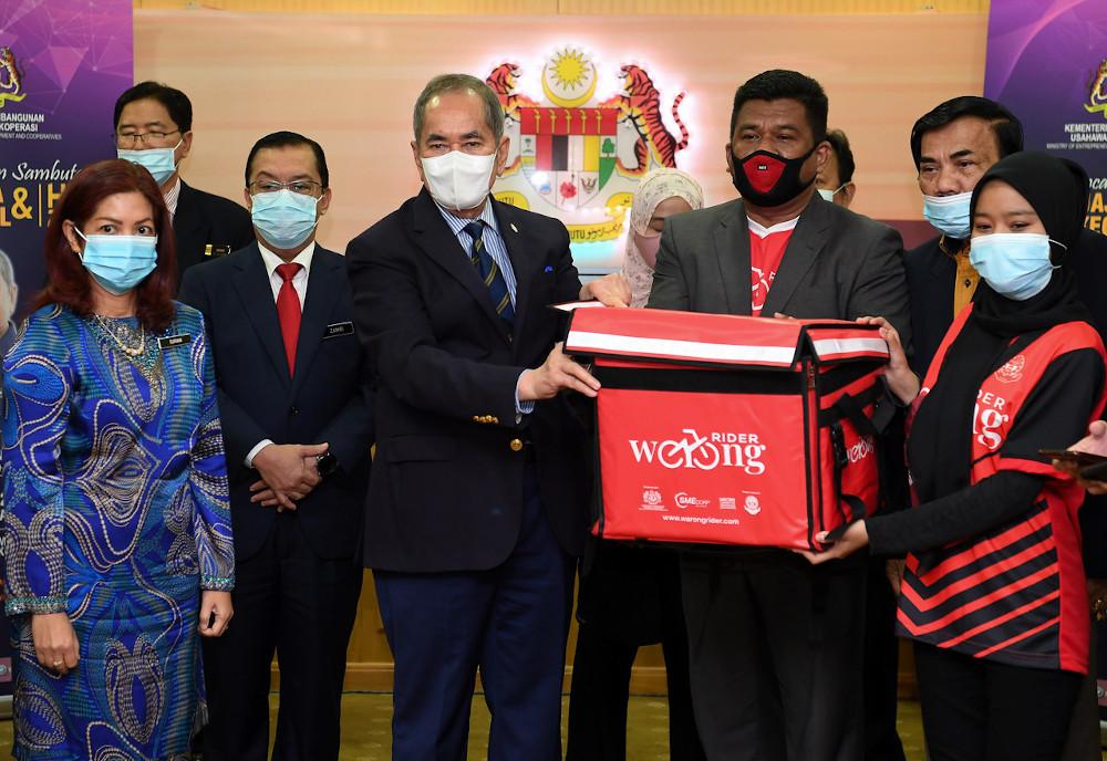 Entrepreneur Development and and Cooperatives Minister Datuk Seri Wan Junaidi Tuanku Jaafar after the launch of the national level Warong Rider platform in Putrajaya, November 18, 2020. — Bernama pic