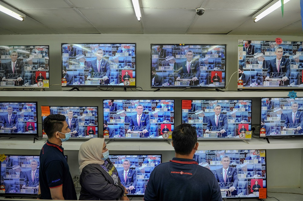 People watch Finance Minister Datuk Seri Tengku Zafrul Abdul Aziz speaking during the winding-up debate on the Supply Bill 2021 in the Dewan Rakyat today, November 26, 2020. ― Bernama pic