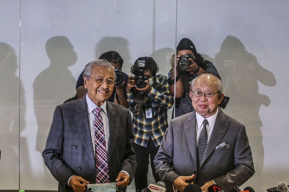 Langkawi MP Tun Dr Mahathir Mohamad and Gua Musang MP Tan Sri Tengku Razaleigh Hamzah are seen during a press conference at Yayasan Al Bukhary, Kuala Lumpur December 14, 2020. — Picture by Hari Anggara