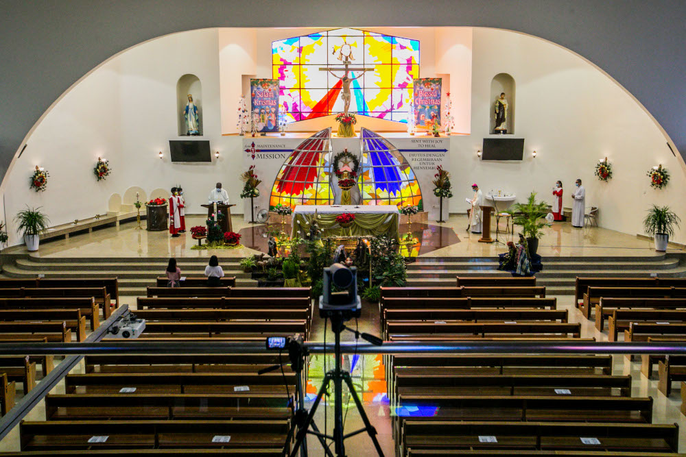 Archbishop of Kuala Lumpur Julian Leow Beng Kim conducting Christmas Mass at the Church of Divine Mercy which was livestreamed to the faithful in Shah Alam December 25, 2020. — Picture by Firdaus Latif