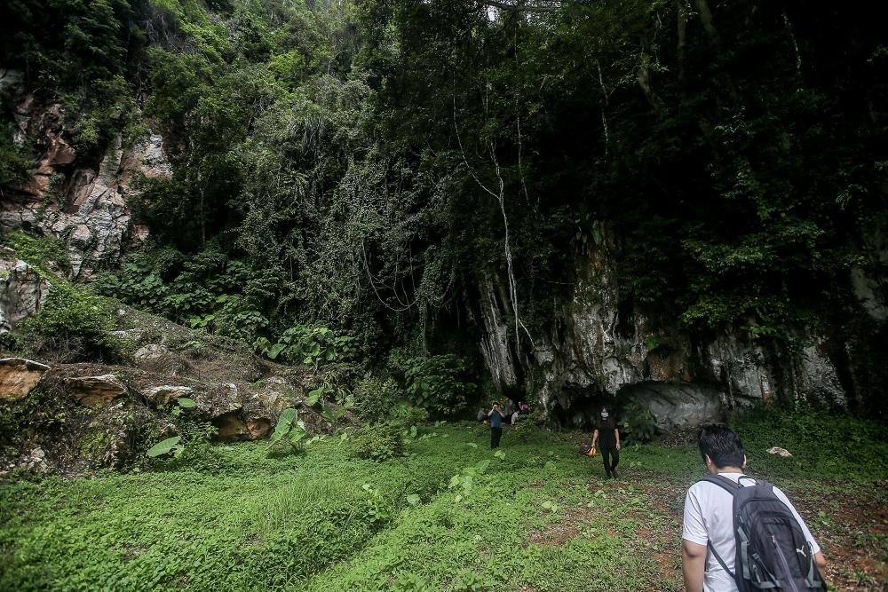 Members of Kinta Valley Watch preparing to enter a cave at Gunung Lanno in Simpang Pulai. — Pictures by Farhan Najib