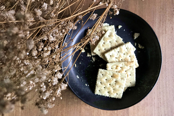 Plain crackers make for a perfect base for the cheeses.