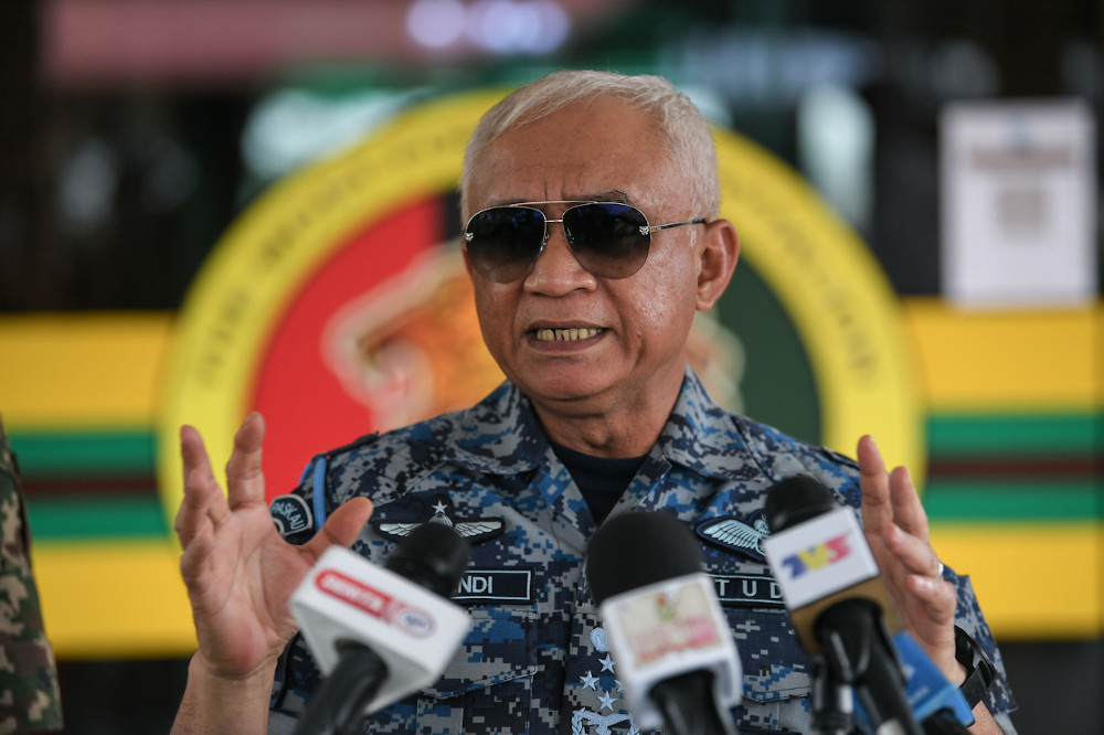ATM chief Gen Tan Sri Affendi Buang briefing the media after visiting the Op Pagar 2 area on the national border in Bukit Kayu Hitam, December 2, 2020. — Bernama pic