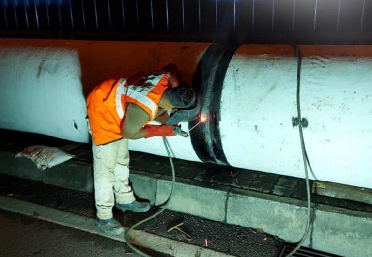 A worker repairs a broken pipe at Damansara Utama. ― Picture via SoyaCincau