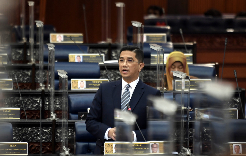 Senior Minister and International Trade and Industry Minister Datuk Seri Mohamed Azmin Ali said the manufacturing sector accounted for RM57.9 billion of the investments while the services sector RM3.8 billion. He said this during the oral reply session in Parliament December 3, 2020. — Bernama pic