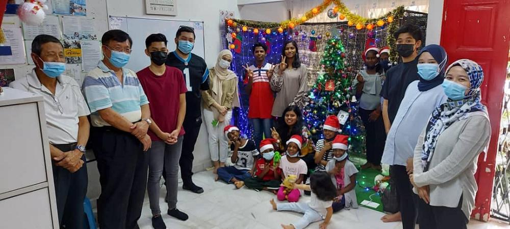 Senior Minister Datuk Seri Azmin Ali's family brought Christmas cheer to children of Rumah Destiny in Gombak. ― Picture via Facebook/Rumah Destiny Children's Home