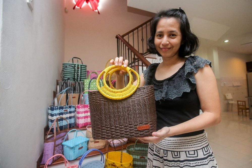 No one basket weave by cancer survivor Ally Ang Li Yen is the same. — Picture by Farhan Najib