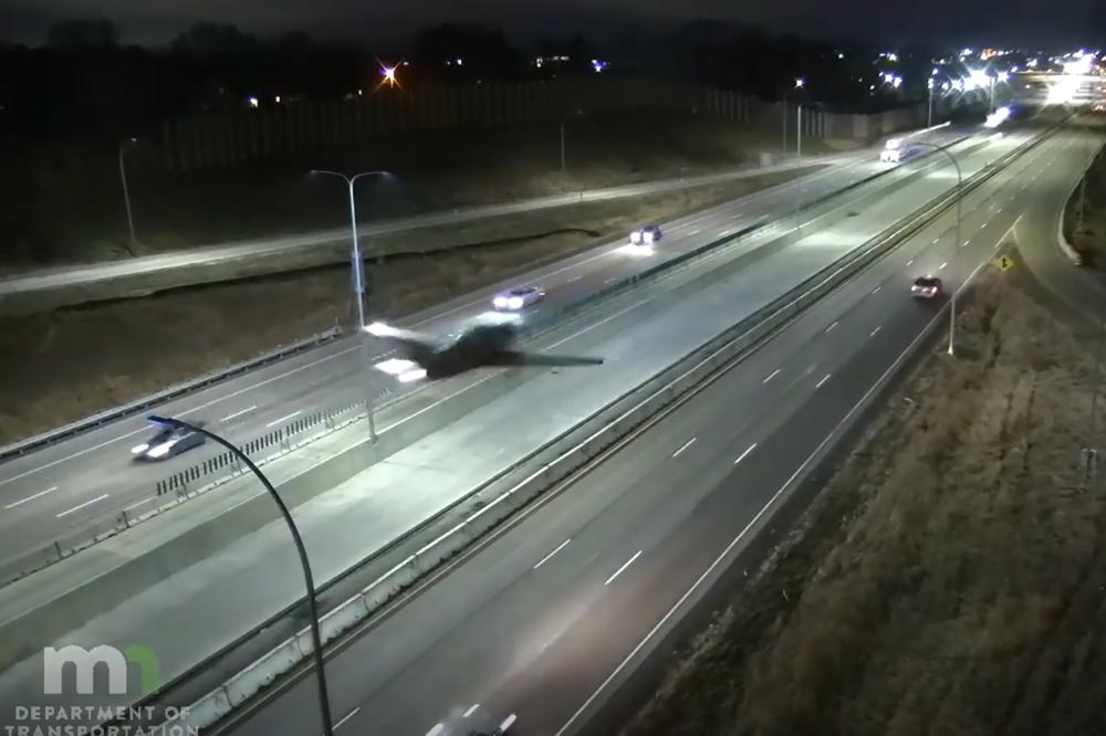 Award-winning aerobatics pilot crash-lands plane on Minnesota freeway