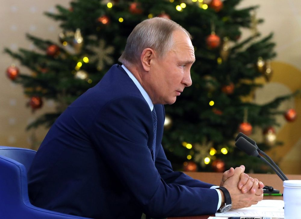 Putin Says Will Get Vaccine When Possible for Age Range