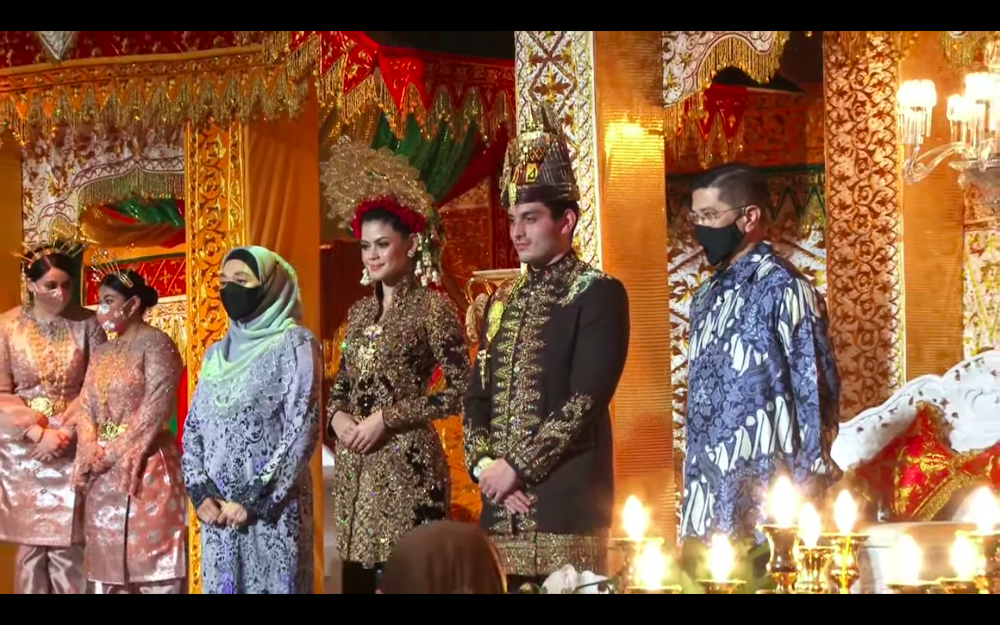 Datuk Seri Tengku Adnan Mansor's son Muhammad Hafiz and wife Oceane Cyril Alogia pose for a picture with Datuk Seri Azmin Ali and his wife at their wedding reception December 20, 2020. — Screenshot from https://hafizoceane.com/live/