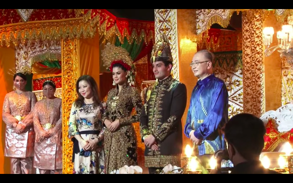 Datuk Seri Tengku Adnan Mansor's son Muhammad Hafiz and wife Oceane Cyril Alogia pose for a picture with Datuk Seri Wee Ka Siong and his wife at their wedding reception December 20, 2020. — Screenshot from https://hafizoceane.com/live/