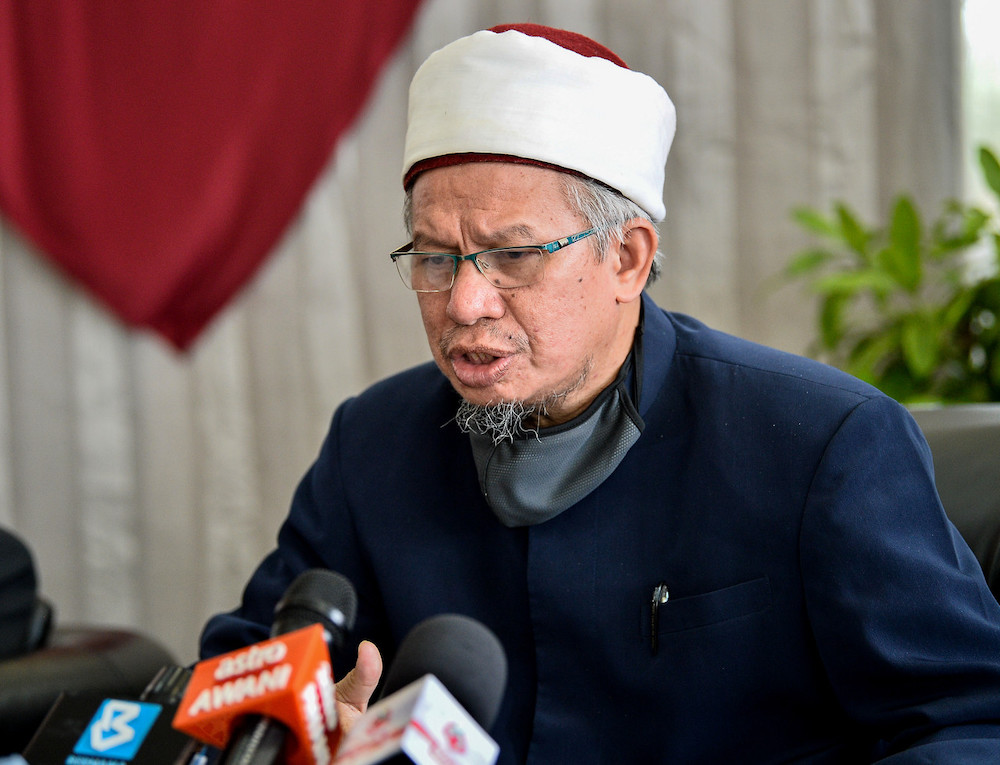 Minister in the Prime Minister's Department Datuk Seri Zulkifli Mohamad Al-Bakri said the outcome of discussions on the issue between muftis of all states and legal experts held last Tuesday has been submitted to the Keeper of the Rulers' Seal. — Bernama pic