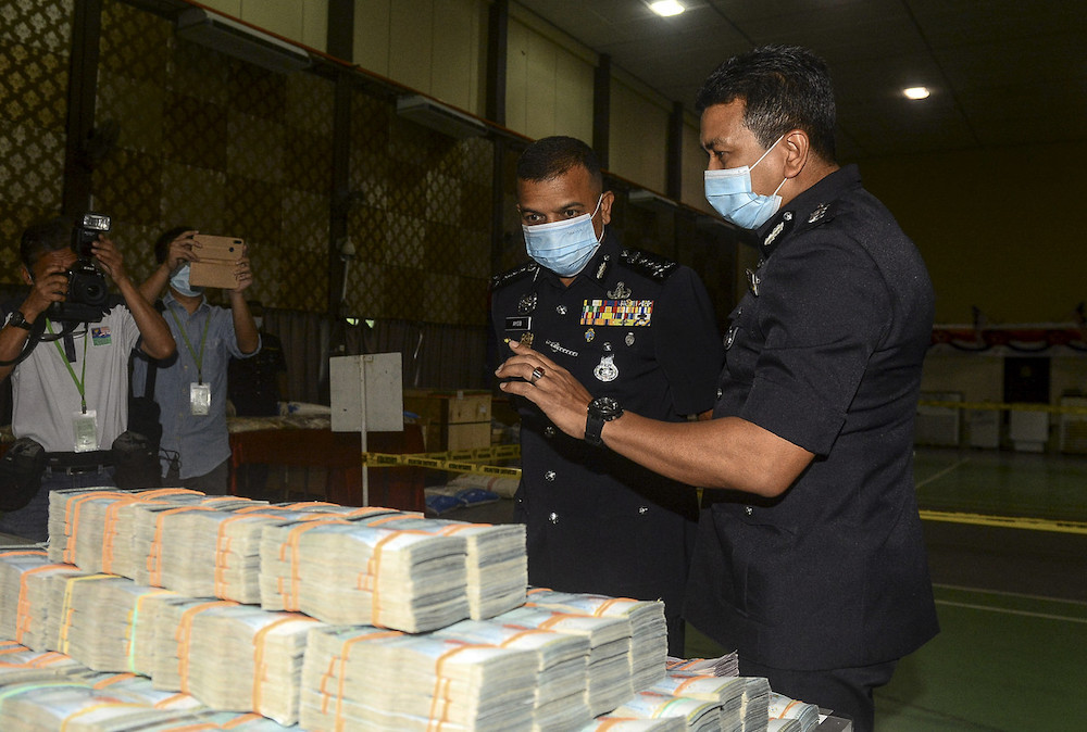 Johor police chief Datuk Ayob Khan Mydin Pitchay said the drug bust followed investigations into 14 suspects of a drug smuggling and distribution syndicate who were caught here on January 12. — Foto Bernama