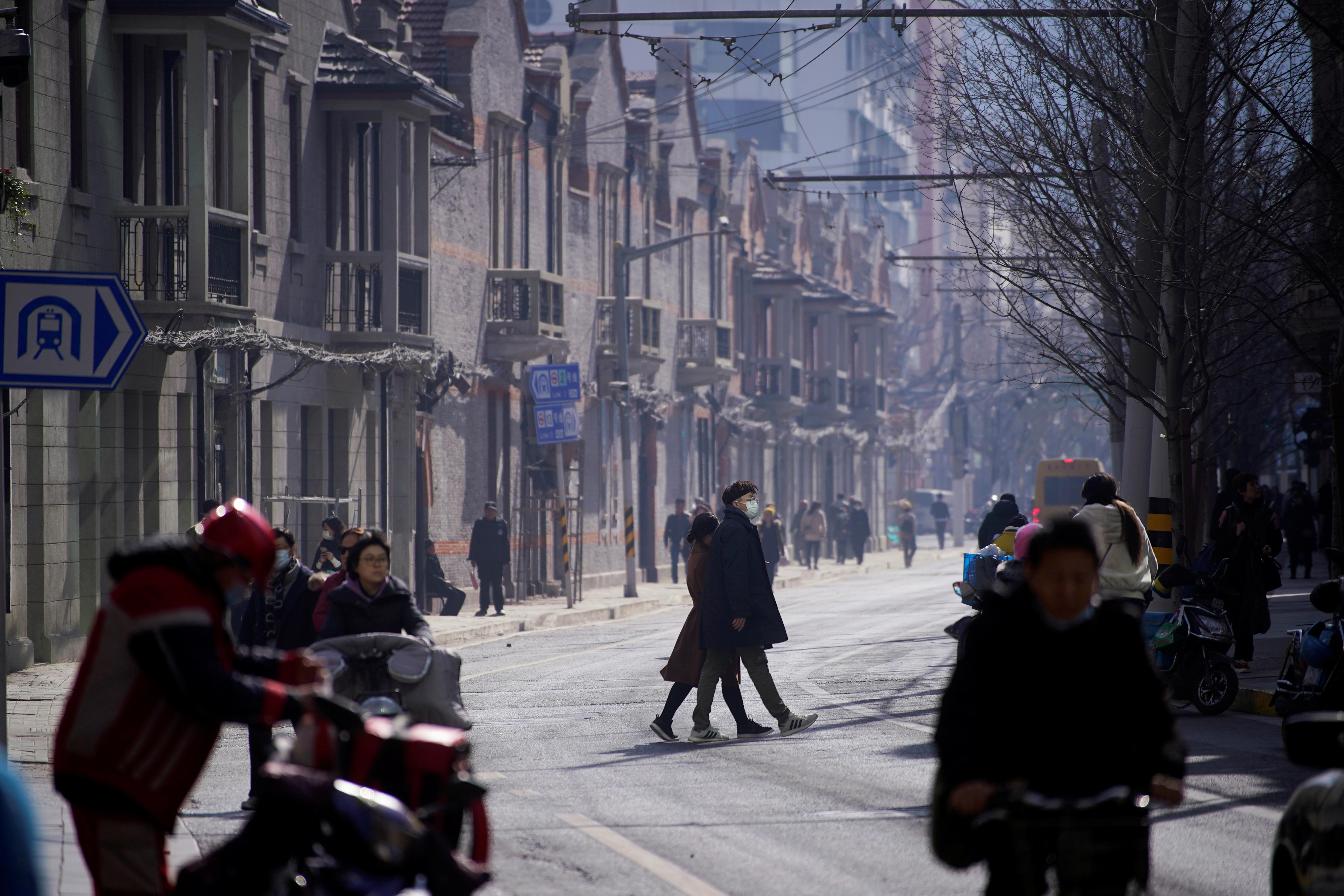 中国本土疫情持续,除了河北,黑龙江的确诊也开始增加。图示上海周四的街景。-路透社-