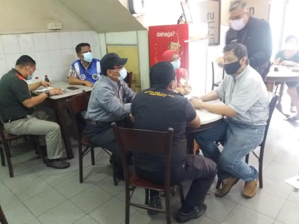 JHEAINS officers during a spot-check on a popular kopitiam in Kuala Pilah January 8, 2021. — Picture via Facebook/ Jabatan Hal Ehwal Agama Islam Negeri Sembilan 'Official'