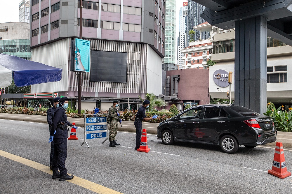 Police personnel man a roadblock at Bukit Bintang in Kuala Lumpur January 13, 2021. —  Picture by Firdaus Latif