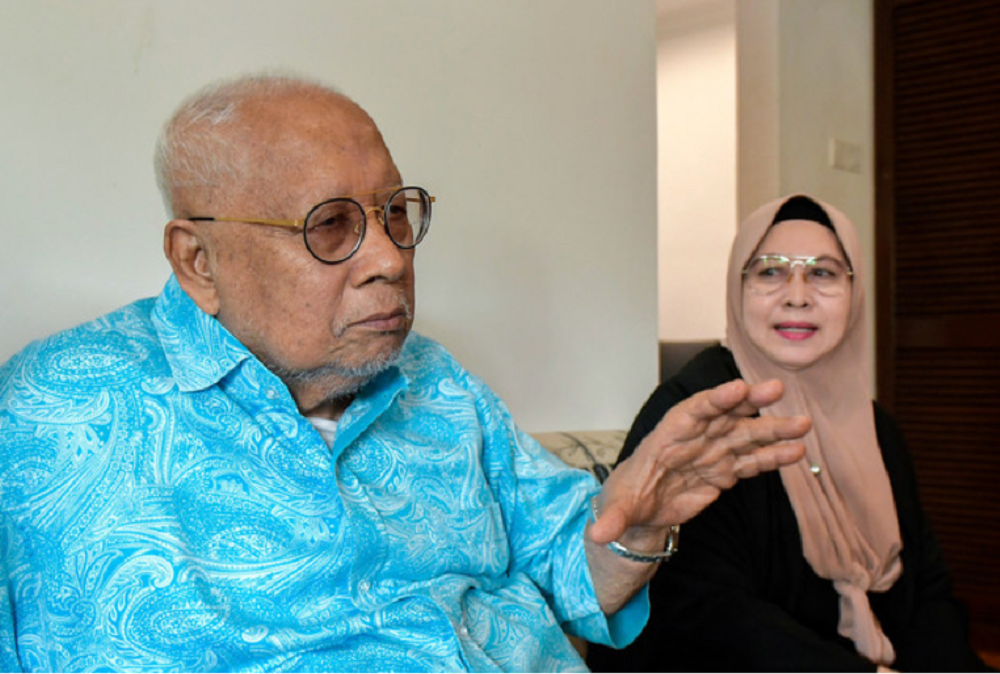 File photo shows the late Tun Mohamed Salleh Abas Salah (left) and his wife, Toh Puan Junaidah Wan Jusoh, during an interview with Bernama in Kuala Lumpur August 19, 2020. — Bernama pic