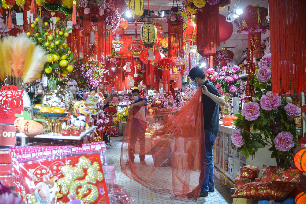 Shop workers are busy arranging Chinese New Year items in Kuala Lumpur on January 21, 2020. — Picture by Miera Zulyana