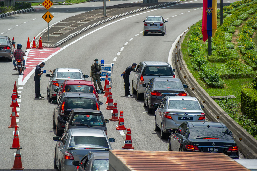 """Datuk Seri Ismail Sabri Yaakob said the inter-district travel violation compounds should only follow the country's """"administrative district"""" and not the police districts following public uproar. — Picture by Shafwan Zaidon"""