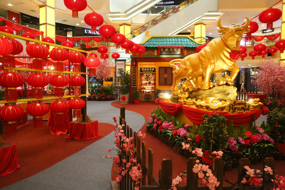 Ring in the 'niu' year with golden bulls and red lanterns abound at Sunway Pyramid. — Picture by Choo Choy May
