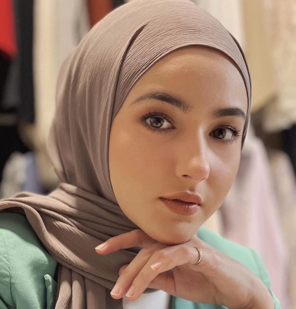 Singapore-born actress, Hannah Delisha has deleted most of her revealing photos on her Instagram following her decision to wear Hijab. ― Picture via Instagram/Hannah Delisha