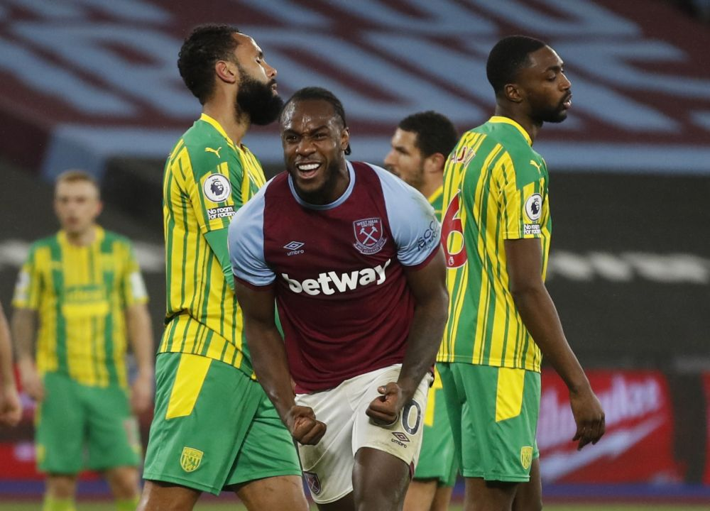 Manager David Moyes offered an upbeat report on Antonio's (centre) fitness as he prepared for Monday's trip to Turf Moor. — Reuters pic