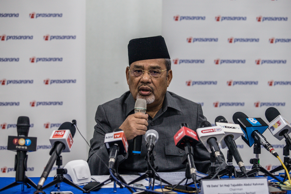 Several news portals reported that the Pasir Salak MP and Umno election director was detained after he arrived at the MACC headquarters to have his statement recorded yesterday. — Picture by Firdaus Latif