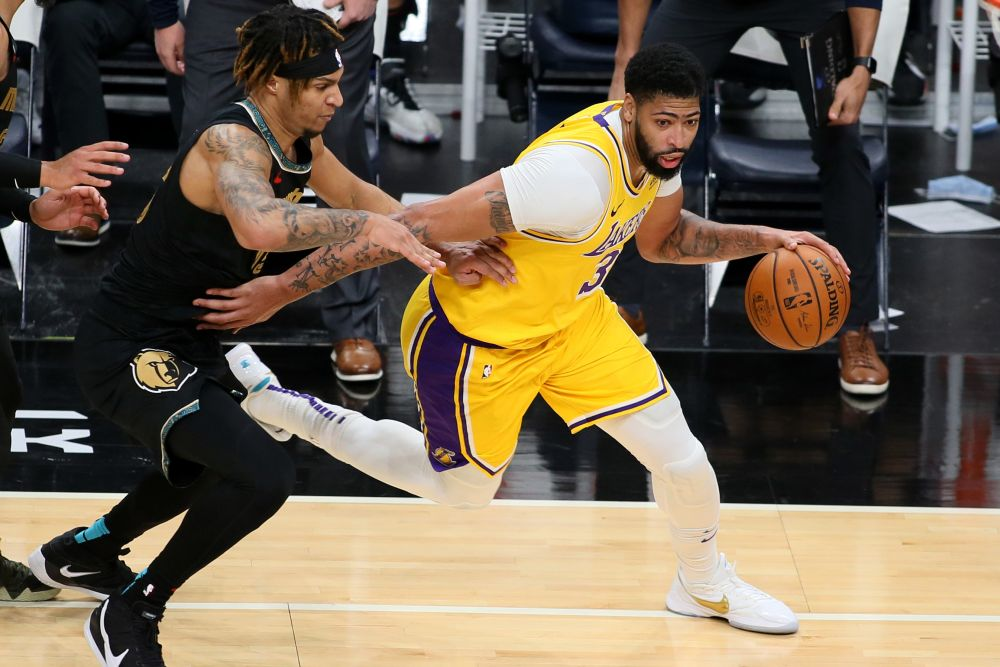 Los Angeles Lakers forward Anthony Davis (3) dribbles around Memphis Grizzlies forward Brandon Clarke (15) in the second half at the FedExForum January 5, 2021.  — Reuters pic