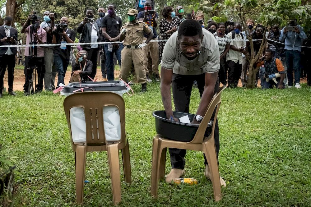 Musician-turned-politician Robert Kyagulanyi also known as Bobi Wine casts his ballot at a polling station in Magere, Uganda, on January 14, 2021. — AFP pic