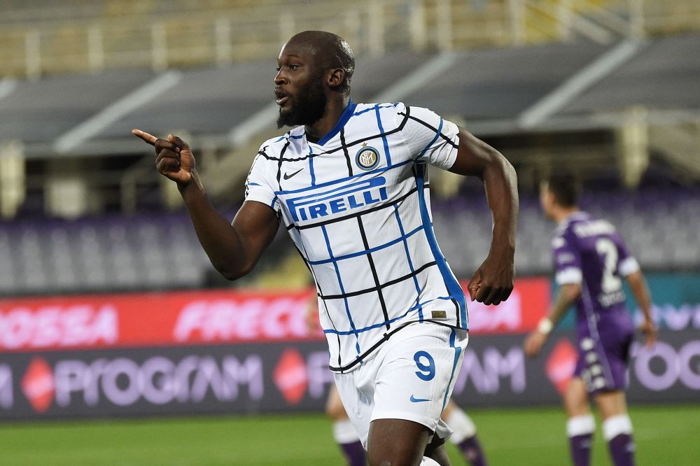 Romelu Lukaku scored a second-half double as Inter Milan kept the pressure on Serie A leaders AC Milan. — Reuters pic