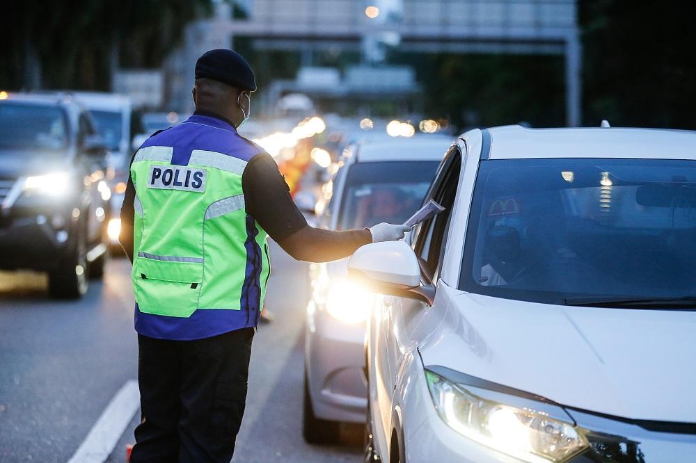 Police man a roadblock along the Tun Dr Lim Choong Eu Highway in Penang January 13, 2021. — Picture by Sayuti Zainudin