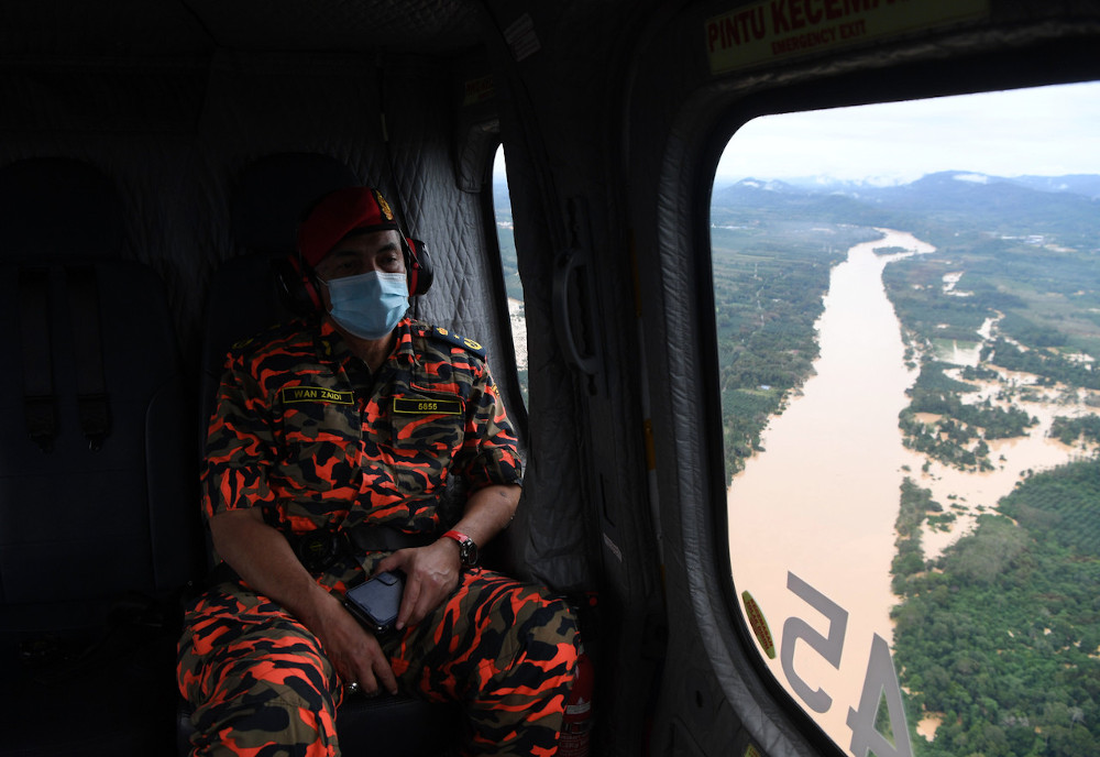 Pahang Fire and Rescue Department director Wan Mohammad Zaidi Wan Mohammad during an air survey with the Malaysian Fire and Rescue (JBPM) in Lipis district, January 4, 2021. — Bernama pic
