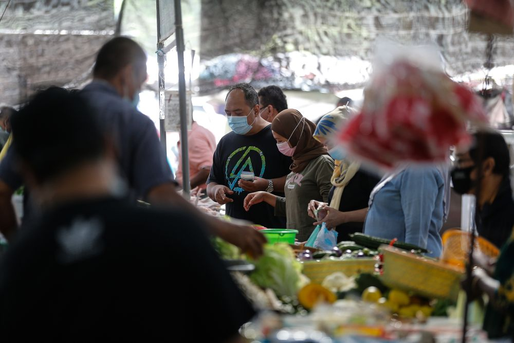 Lim said that Malaysians are currently paying more for essential goods, citing figures from December 2020. — Picture by Sayuti Zainudin