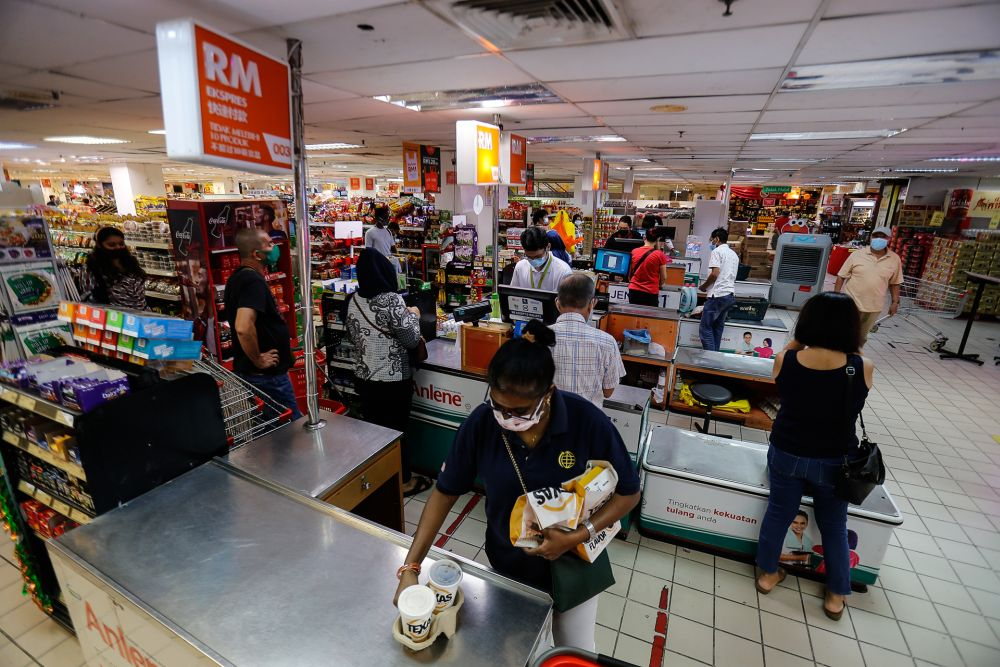 In a written reply addressing queries from both Sungai Siput MP, S. Kesavan, and Sekijang MP, Natrah Ismail, the Bera MP said that this translates to 20 per cent of M40 households, adding that the absolute poverty rate had also risen to 8.4 per cent from 5.6 per cent. — Picture by Sayuti Zainudin