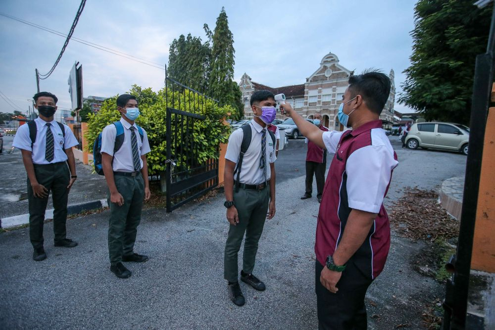 Ismail Sabri: No compulsory student mass Covid-19 testing for now
