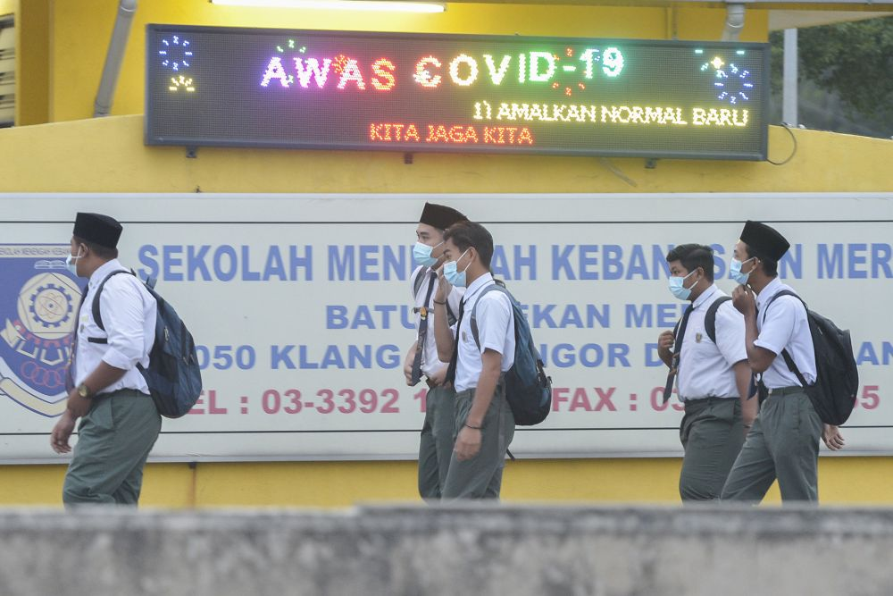 Senior Education Minister, Datuk Mohd Radzi Md Jidin said to support the move, MOE is also requesting the Covid-19 Vaccine Supply Access Guarantee Special Committee (JKJAV) to expedite vaccination for teachers and students in the category. — Picture by Miera Zulyana