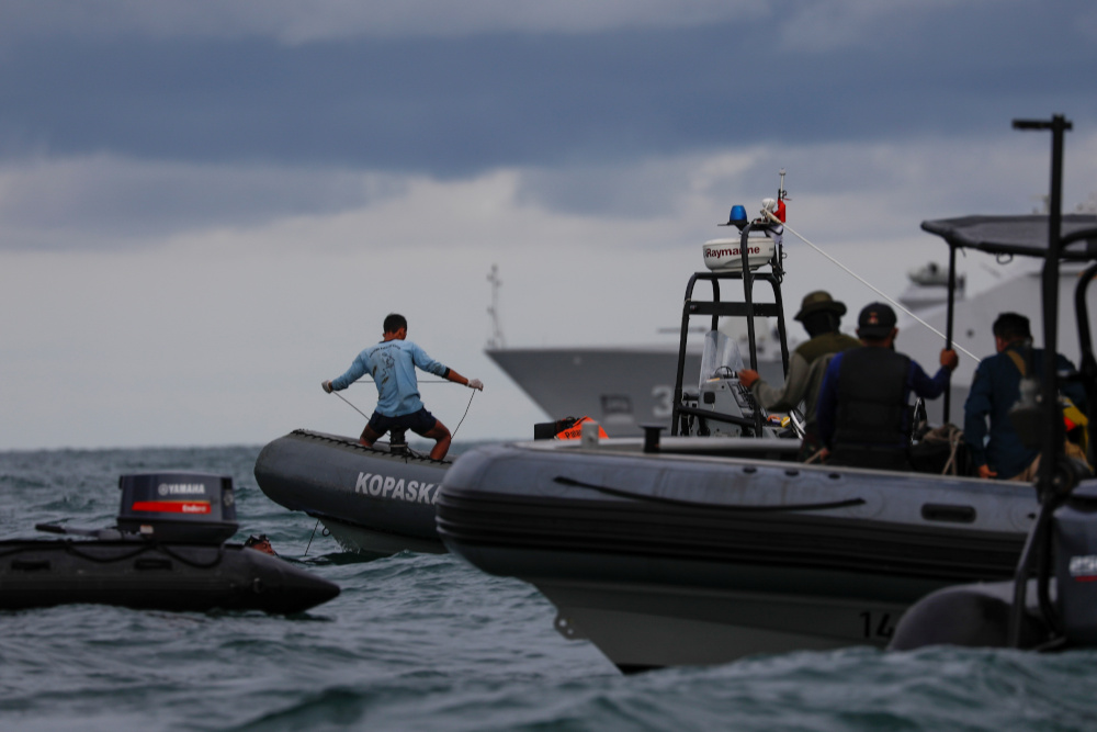 Divers recover black box from crashed Indonesia plane as recovery operations continue