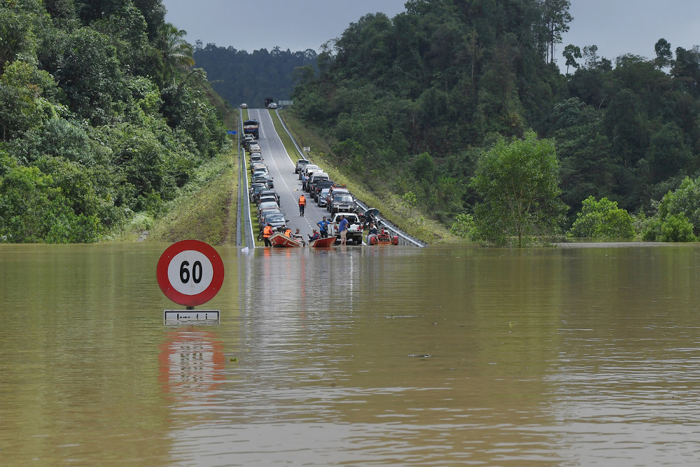 A road connecting Bandar Al-Muktafi Billah Shah in Terengganu to three villages namely, Kampung Rantau Panjang, Kampung Kuala Jengal dan Kampung Chemuak is inundated with flood water, January 7, 2021. Datuk Seri Mohd Redzuan Md Yusof said the initial allocation would be channelled to the flood-hit state governments to expedite the distribution of the aid. — Bernama pic