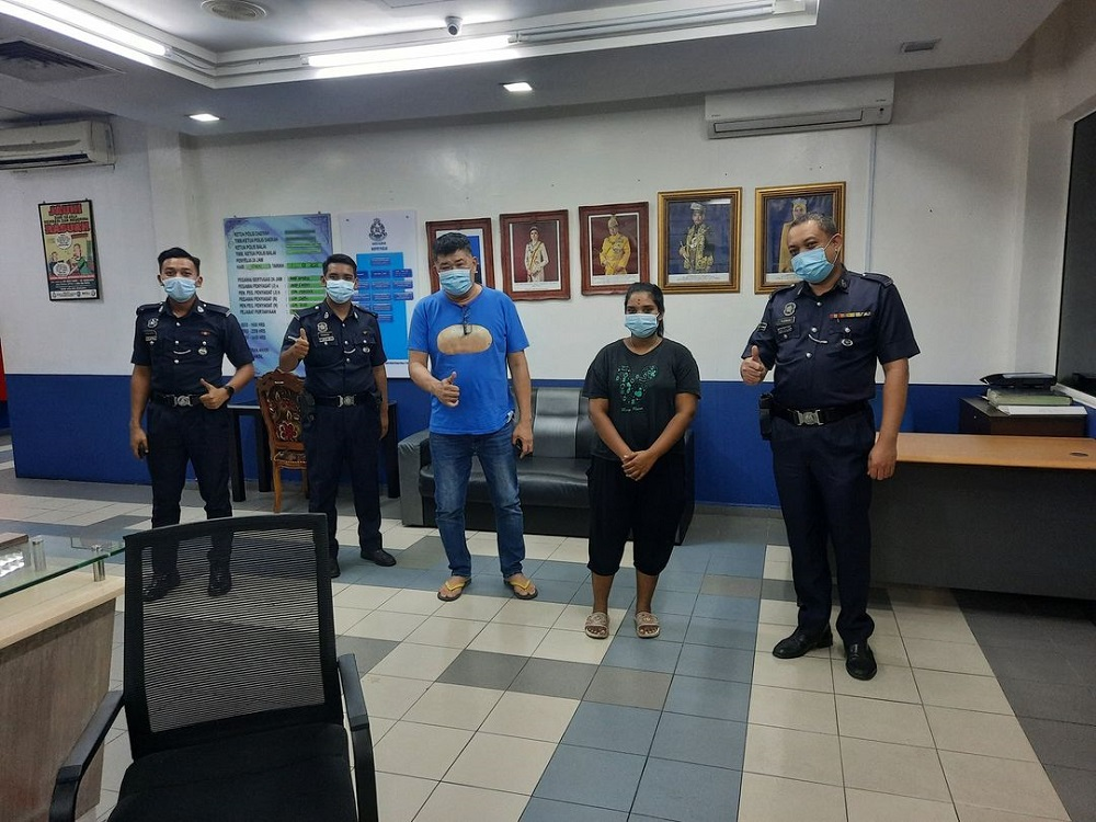 Uncle Kentang praised the policemen at Sungai Buloh Police Station for helping a citizen in need. ― Picture via Facebook/Uncle Kentang