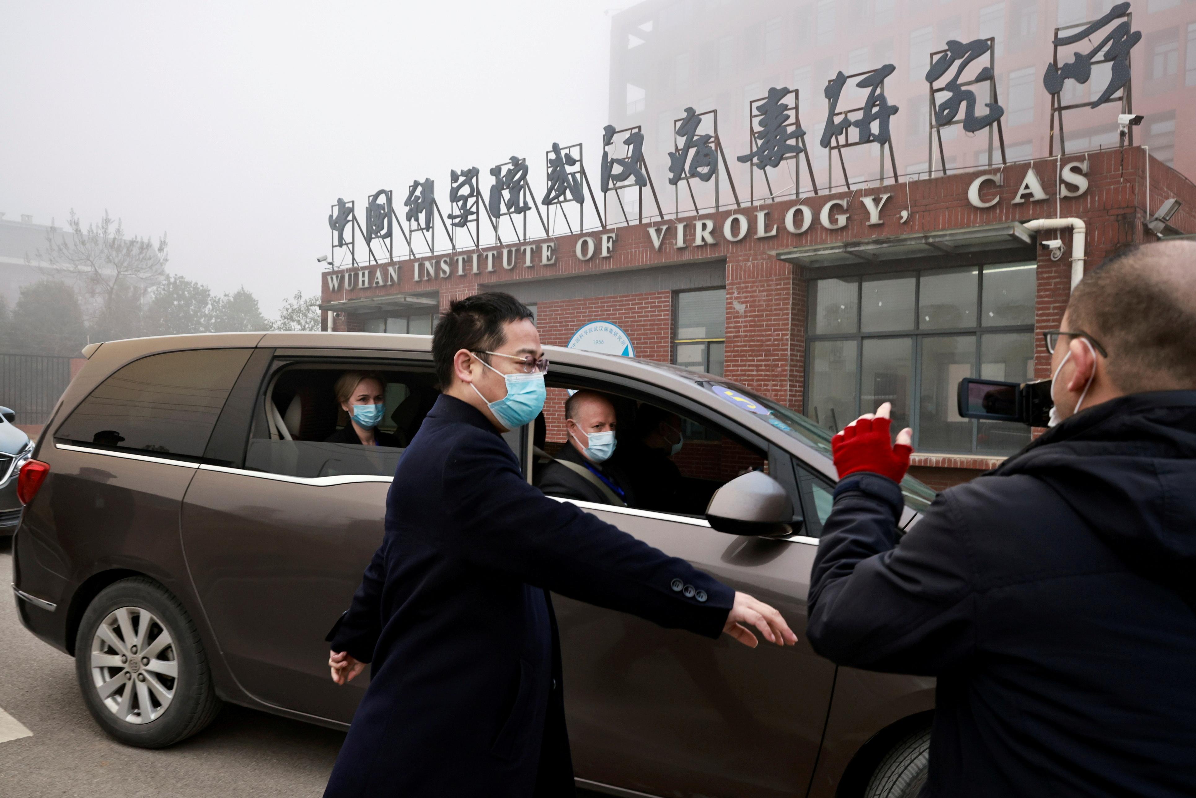 今年1月中旬,一个由世卫领导的国际专家小组在中国武汉及其周边地区与中国科学家共同调查新冠病毒源头。-路透社-